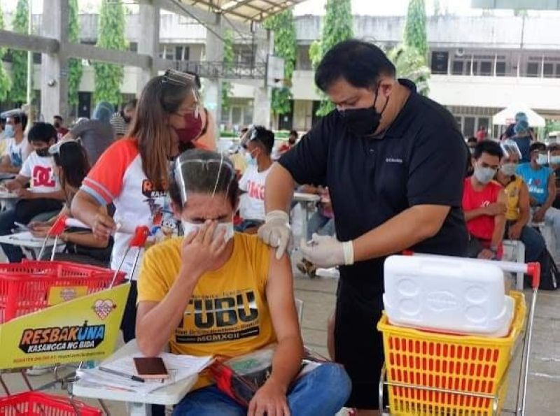 BACOLOD. Dr. Chris Sorongon lead the inoculation in one of the vaccination sites in Bacolod City recently. (Contributed photo)
