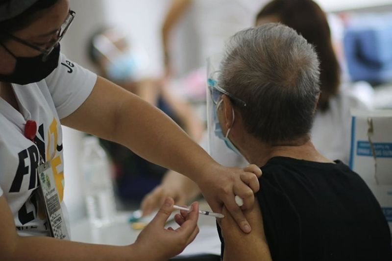 CEBU. Senior citizens get vaccinated against Covid-19 at the University of Cebu-Banilad. (Photo by Amper Campaña)