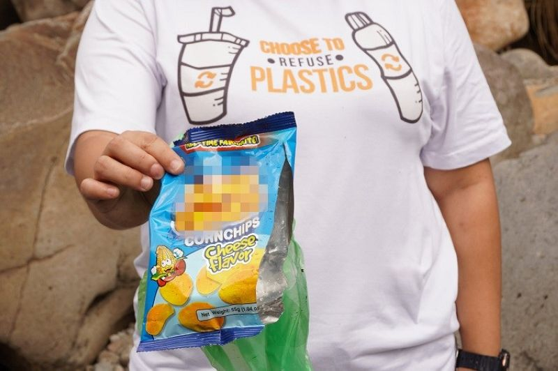 DAVAO. Volunteers picked up pieces of plastics and other waste materials during the four-day waste and brand audit at the Panigan River in Barangay Tawan-Tawan, and Carmen, Lower Tamugan River in Barangay Gumalang, and Davao River in Barangay San Rafael last August 20, August 27, September 3, and September 10, respectively. Idis urged the public to reduce consumption of plastic following the passage of the Single Use Plastic Ordinance in Davao City in March 2021. (Photo courtesy of Idis)
