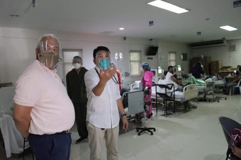 SITE INSPECTION. Mayor Carmelo 'Pogi' Lazatin, Jr. carries out his site inspection at the Rafael Lazatin Memorial Medical Center with Chief of Hospital Dr. Froilan Canlas. (Angeles City Information Office)