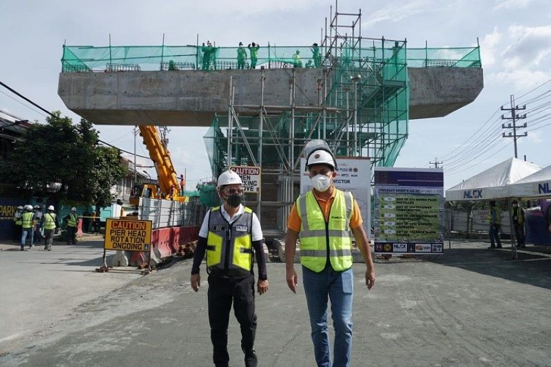 INSPECTION. NLEX Vice President for Tollway Development and Engineering Nemesio Castillo and Public Works Secretary Mark Villar inspect the ongoing construction of the 5-kilometer España section of the NLEX Connector. (NLEX photo)
