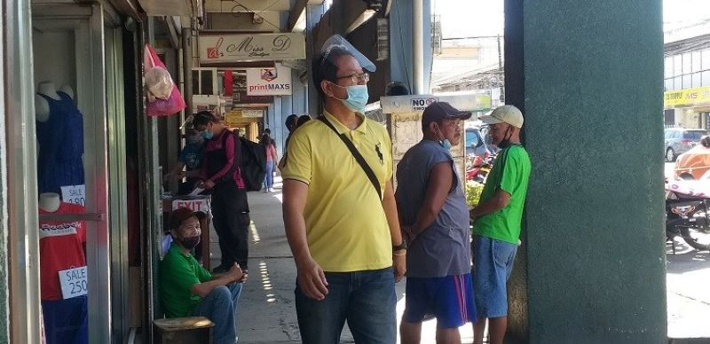 BACOLOD. Councilor Dindo Ramos says wearing face shields is still required in the city. (File photo)