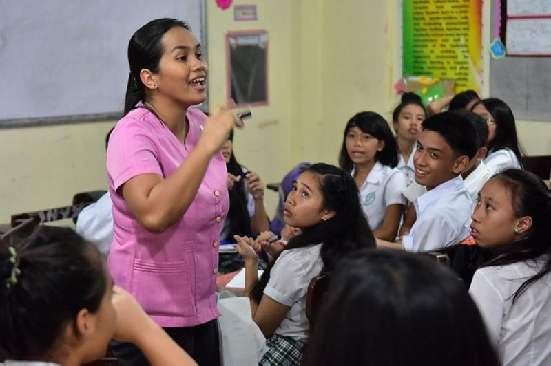 Deped, DOH: Teachers for pilot F2F classes must be vaxxed; in CV, only half of teachers jabbed. (File photo)
