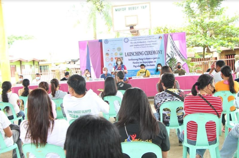"""NEGROS. Four barangays in Escalante City are recipients of the """"Serbisyong Pang-Gobyerno para sa Patuloy na Kapayapaan at Pag-abante ng Escalante"""" project of the Technical Education and Skills Development Authority through its Poverty Reduction, Livelihood and Employment Cluster of the National Task Force to Ending the Local Communist Armed Conflict. (Contributed Photo)"""