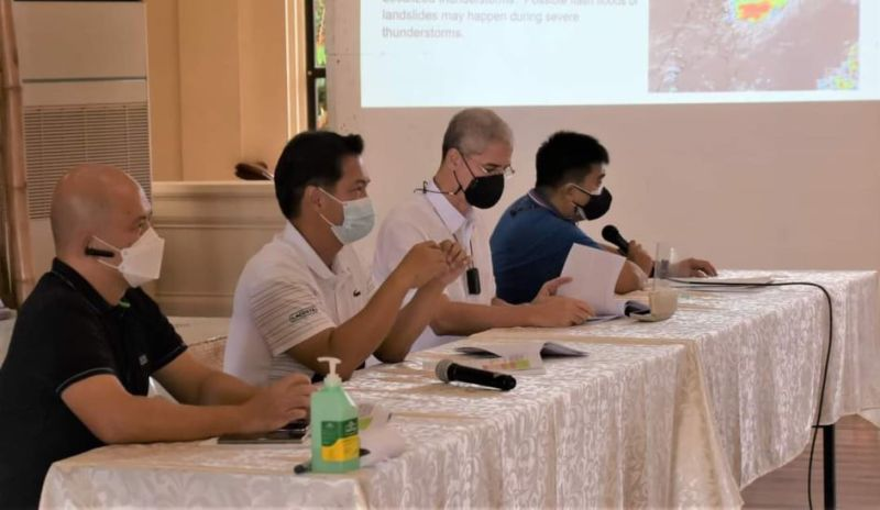 PROVINCIAL IATF MEETING. Negros Occidental Governor Eugenio Lacson, together with Provincial Consultant Alfredo Benitez, Provincial Administrator lawyer Rayfrando Diaz II and Provincial Disaster Management Program Division and Commander of the Provincial Incident Management Team Zeaphard Caelian lead the Provincial Inter-Agency Task Force Weekly Meeting held at the Capitol Social Hall Wednesday, September 29. The task force discussed the health and safety updates, and the implementation of a strategic plan related to the rising Covid-19 active cases in the province that had reached 3,963 as of Tuesday, September 28. (Contributed photo)