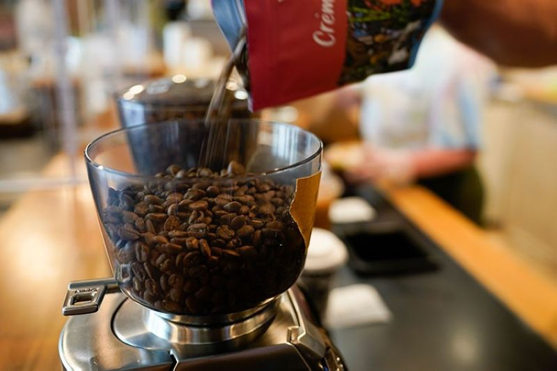 USA. Chris Vigilante refills a coffee grinder with coffee beans at Vigilante Coffee, Wednesday, September 1, 2021, in College Park, Md. (AP)