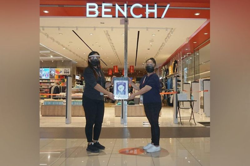 BACOLOD. A representative from Bench at the Ayala Capitol Central mall receives their safety seal certificate on October 5, 2021. (Bacolod City PIO)