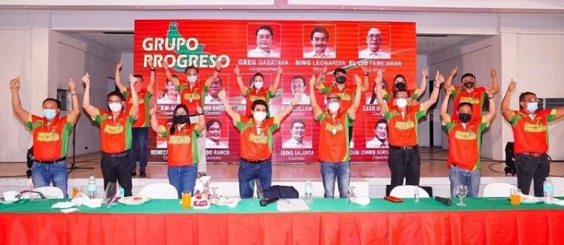 NEGROS. The complete slate of Grupo Progreso headed by incumbent mayor Evelio Leonardia prior to the filing of the certificates of candidacy Wednesday, October 6. (Merlinda A. Pedrosa photo)
