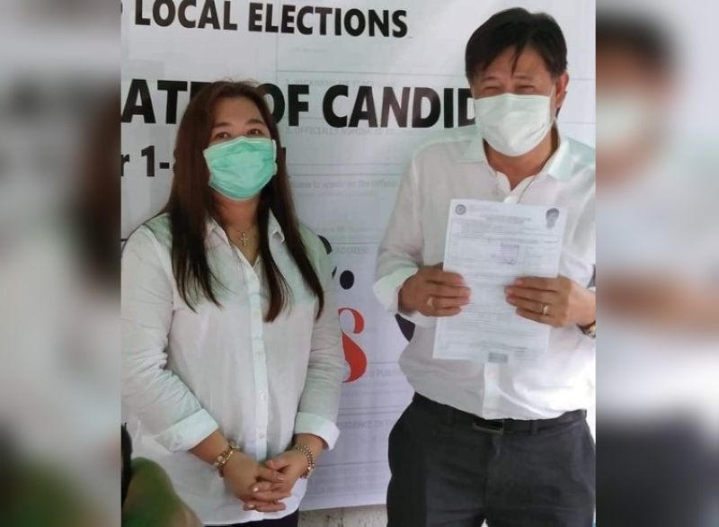 SEPARATE ASPIRATIONS. Former Candaba mayor Danilo Baylon filed his certificate of candidacy (COC) for governor of Pampanga while wife Apo Aniway Baylon filed her COC for mayor of Candaba town. (Contributed photo)