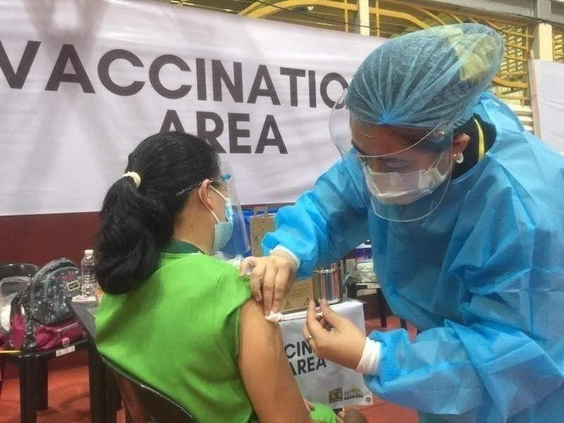 Metro Cebu vax turnout low, as IATF eases RULES FOR the vaxxed. (File photo)