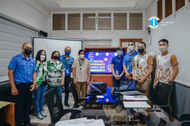 NEGROS. San Carlos Team headed by Atty. Estefanio S. Libutan Jr. (fifth from left) during the presentation of the city's entry for the Digital Governance Awards on Monday, October 11, 2021. (Contributed photo)