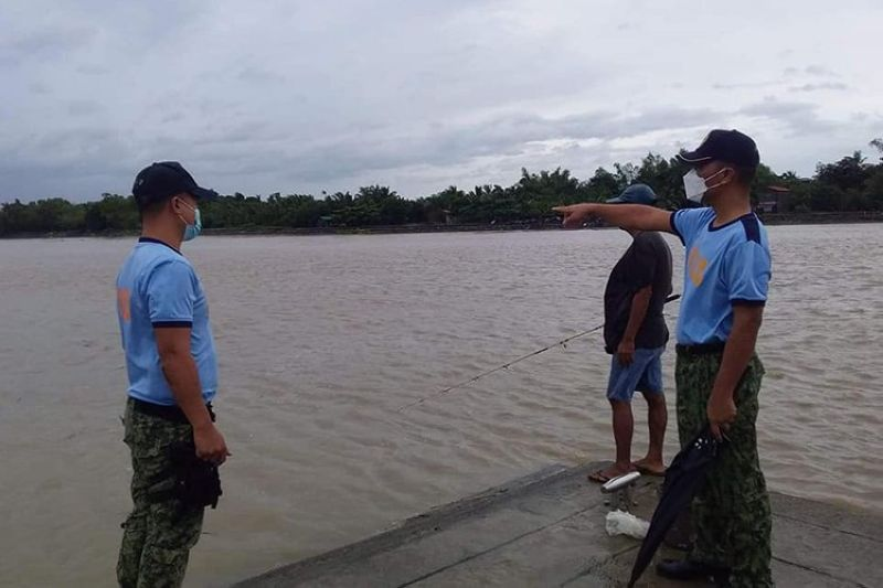 Cops monitor the water level at Agno River in Lingayen town, Pangasinan on Tuesday (Oct. 12, 2021). Severe Tropical Storm Maring brought heavy rainfall that caused flooding in areas, including some parts of Lingayen town. (Photo courtesy of Lingayen Police Station)