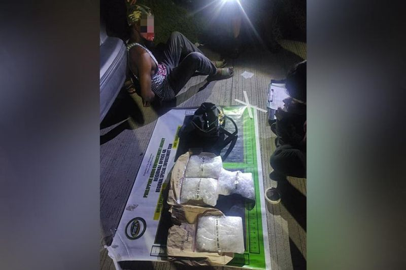BUSTED. A Nigerian drug peddler believed to be one of the major suppliers of shabu in Calabarzon, Metro Manila and Central Luzon is busted in an entrapment operation conducted by the combined elements of PDEA police on October 12. (PDEA Central Luzon)
