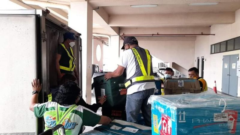 BACOLOD. Arrival of 107,640 doses of Pfizer for Negros Occidental at the Bacolod Silay Airport last October 4. (File/Caap-Bacolod photo)
