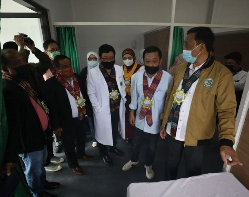 ISOLATION FACILITY. The Ministry of Public Works in the Bangsamoro Autonomous Region in Muslim Mindanao (MPW-Barmm) completes the construction of a P27 million 100-bed capacity coronavirus disease 2019 (Covid-19) isolation facility in at the Dr. Serapio Montañer Jr., Al Haj Memorial Hospital in Malabang, Lanao del Sur. A photo handout shows the Barmm officials unveiling the completed project on Wednesday, October 13. (SunStar Zamboanga)