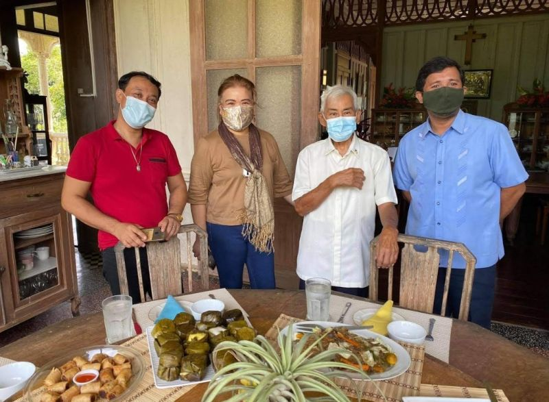 NEGROS. Provincial Tourism officer Jennylind Cordero led the awarding of a plaque of recognition to Monsignor Guillermo Ma. 'Gigi' Gaston is among the Tourism Excellence awardees for his contribution to culture and arts. Raymund Alunan, tourism operation assistant, performed some of his masterpieces to entertain the former clergy, who also has his penchant for music. (Ronnie Baldonado photo)