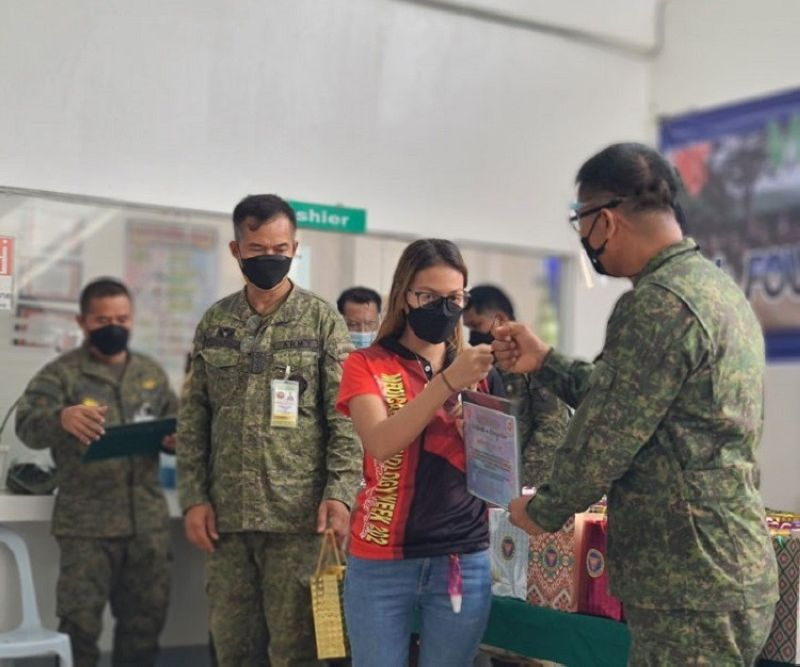 ANNIVERSARY CELEBRATION. The Army's 102nd Infantry 'Igsoon' Brigade accords recognition Thursday, October 14, to the medical front-liners of Zamboanga Sibugay Provincial Hospital who are in the forefront in the fight against coronavirus disease 2019 (Covid-19) in the province. Brigadier General Leonel Nicolas, 102nd Infantry Brigade commander (right), said the activity is part of the week-long 48th anniversary of the brigade that kicked off Thursday, October 14. (SunStar Zamboanga)