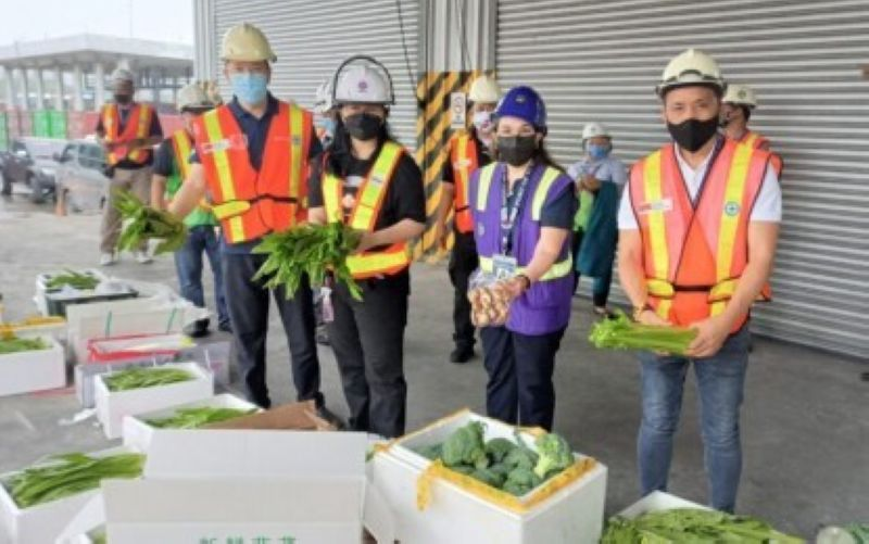 PAMPANGA. SBMA Senior Deputy Administrator for Operations Ronnie Yambao, SBMA Chairman and Administrator Wilma T. Eisma, Subic BOC District Collector Marites Martin, and Agriculture Assistant Secretary for Economic Intelligence Federico Laciste Jr. inspect  the fresh vegetables from China that were confiscated on Thursday, October 14, 2021 for violation of customs and agriculture laws.  (SBMA)