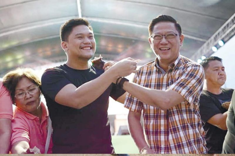 """HAPPIER TIMES. Talisay City Mayor Gerald Anthony """"Samsam"""" Gullas Jr. (left) and Vice Mayor Alan Bucao (right) show their camaraderie while sharing lechon with city employees during the city's annual fiesta back in 2019. That friendship was shortlived, however, after Bucao expressed his interest to challenge Gullas' wife, Rhea, for the city's top post in next year's elections. / City of Talisay Public Information Office FB page"""