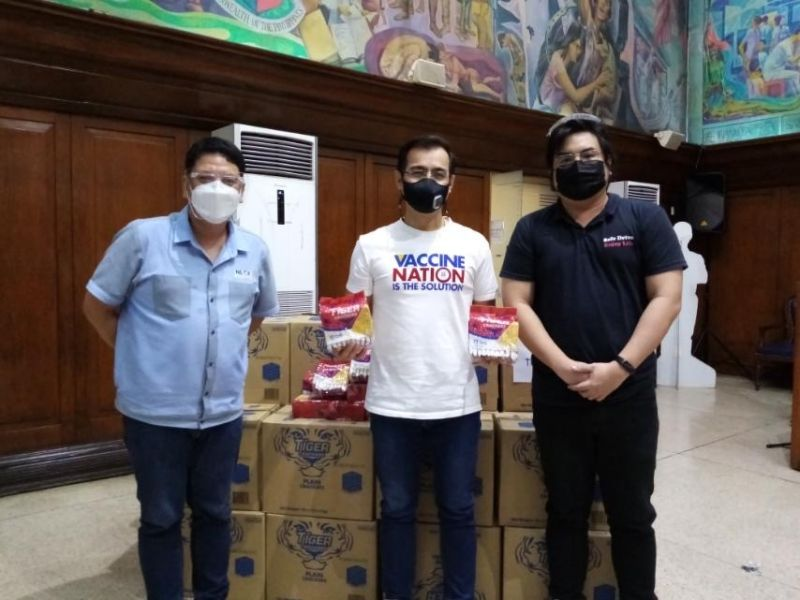 NLEX DONATION. NLEX, the builder and concessionaire of NLEX and SCTEX, recently turned over boxes of food and snacks for health workers assigned in vaccination sites in 13 LGUs in Manila, Quezon City, Caloocan City, Malabon City, Navotas City, Bulacan, Pampanga, and Bataan. (Contributed photo)