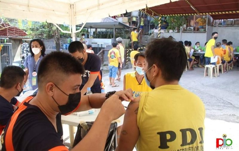 CEBU. Persons deprived of liberty (PDLs) got their first Covid-19 vaccine shot at the Cebu City Jail on Monday, October 18, 2021. (Photo from Cebu City PIO)