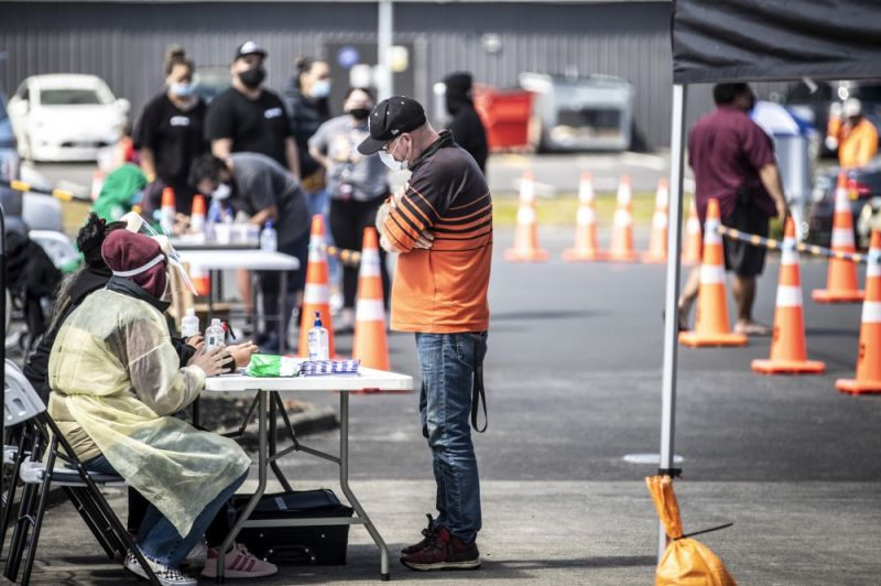 NEW ZEALAND. People visit a pop-up vaccination site, Tuesday, October 19, 2021, in suburban Auckland, New Zealand. New Zealand reported its highest number of new coronavirus cases since the pandemic began Tuesday as an outbreak in the largest city of Auckland continued to spread. (AP)