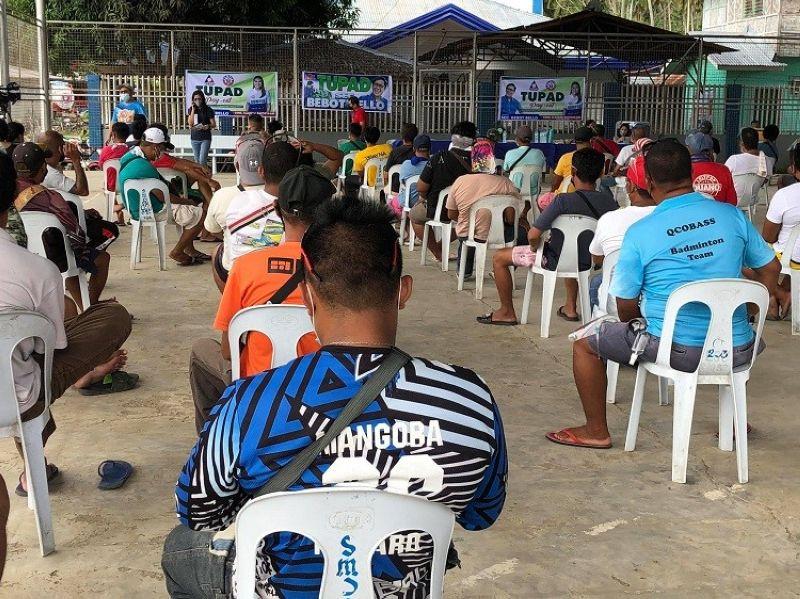 DAVAO. Nag-social distancing ang mga traysikel drayber sa Sta. Maria Davao Occidental atol sa payout sa Tupad program sa DOLE-Davao Region Miyerkules, Oktubre 20, 2021. (Jeepy P. Compio)