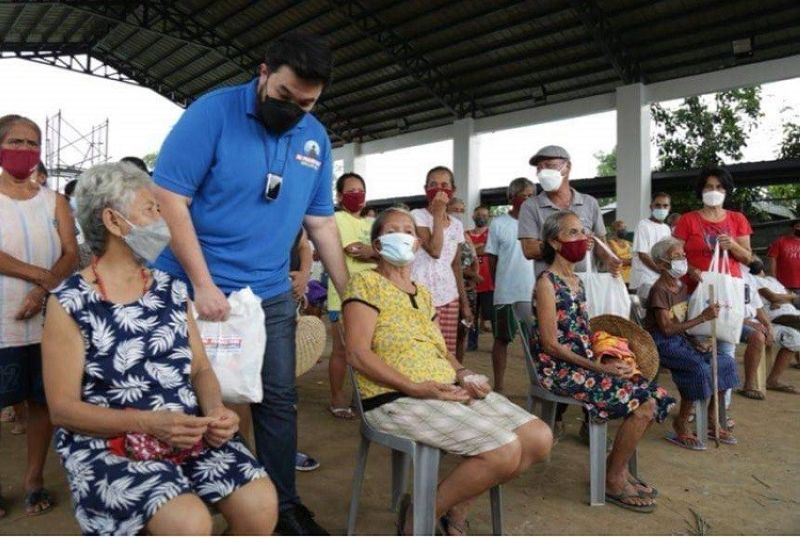 HELPING HAND. Ang Probinsyano party-list Rep. Alfred delos Santo gives assistance to the elderly of San Antonio, Nueva Ecija. (Contributed photo)