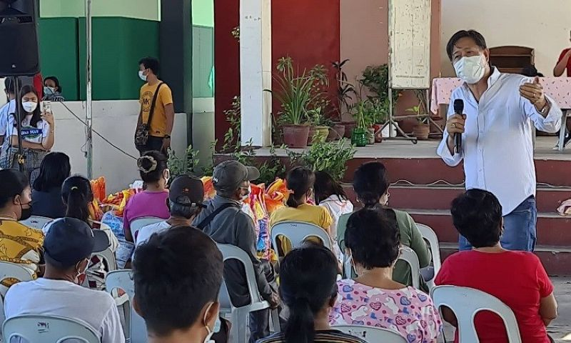 """NEED FOR FOOD SECURITY AND VACCINATION. Former Candaba Mayor Engr. Danilo """"Boy"""" Baylon, a candidate for governor explains the need to prioritize food security and vaccination in order for the economy and people to recover from the pandemic. (Chris Navarro)"""