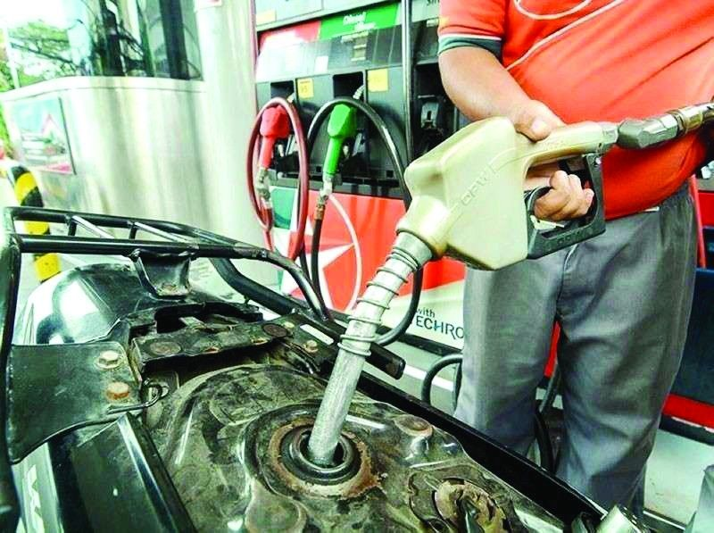 SOARING. Consumer spending may be affected as prices of fuel continue to rise for eight consecutive weeks now. Hikes in fuel prices normally lead to hikes in transport fare and cost of production of goods and services. / SUNSTAR FILE