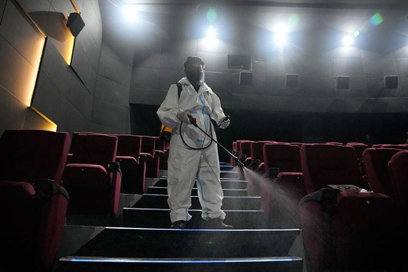 MANILA. A worker in protective suit sanitizes a moviehouse as they prepare to reopen at the Eastwood mall in Quezon City, Philippines as government eases restrictions after a decline in Coronavirus cases in the country on Thursday, October 14, 2021. (AP)