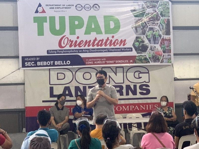 TUPAD ORIENTATION. Third District Representative Aurelio 'Dong' Gonzales, Jr. led the orientation of Tupad beneficiaries from the City of San Fernando and Mexico town. (Ian Ocampo Flora)