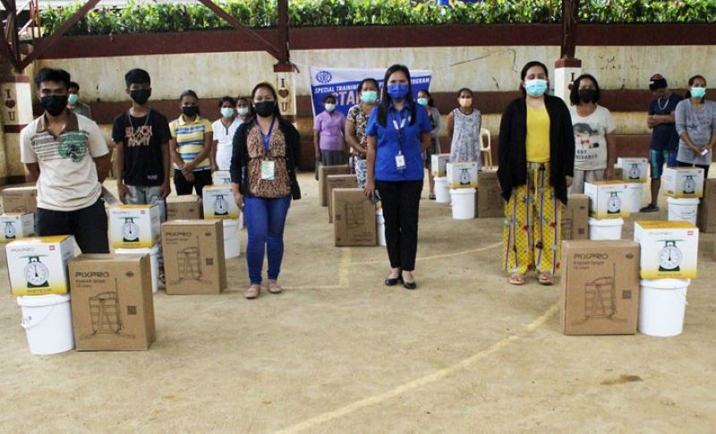 ZAMBOANGA. The Technical Education and Skills Development Authority (Tesda) distributes over 170 starter toolkits to the beneficiaries of the agency's Special Training for Employment Program (Step) in the towns of Dumingag and Mahayag, Zamboanga del Sur. A photo handout shows the recipients of the toolkits in a souvenir photo with Tesda personnel. (SunStar Zamboanga)
