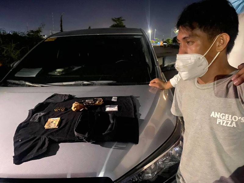 ■ 'HITMAN': Si Emelio Diamos Boro giingong niangkon sa mga imbestigador sa Criminal Investigation and Detection Group (CIDG) 7 nga usa siya ka hitman sa tulo ka drug lords nga nangamatay na. Sagad sa iyang gipamatay mga drug pusher nga wa makabayad sa ilang gikuhang drugs. Estorya sa pahina 2. / TAMPO