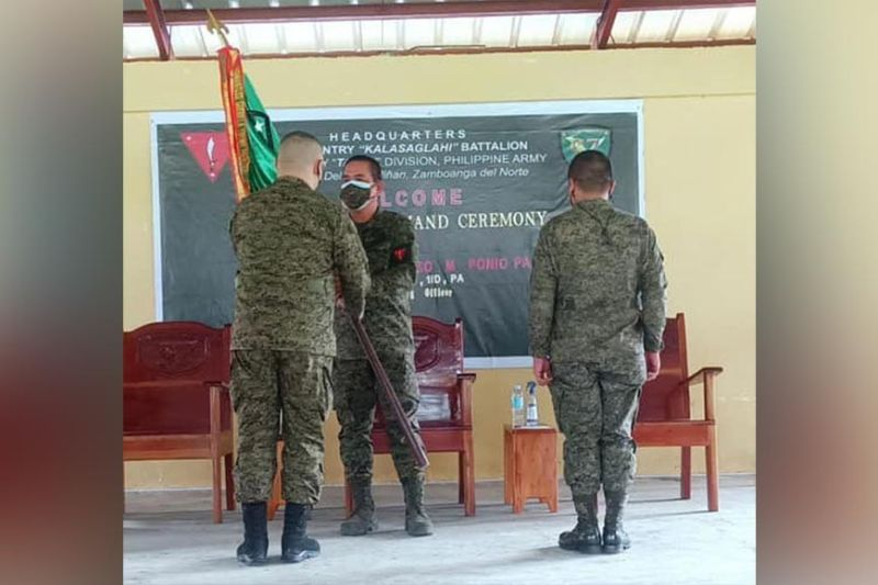 ZAMBOANGA. The Army's 1st Infantry Division (ID) installs Lieutenant Colonel Nolasco Coderos Jr., the former Executive Officer of the 102nd Infantry Brigade (left), as the new commander of the 97th Infantry Battalion (IB), replacing Lieutenant Colonel Manaros Boransing II (right), who will be designated as the Assistant Chief of Staff for Civil-Military Operations of the 1ID. Major General Generoso Ponio, 1ID commander (center), led the turnover of command ceremony Monday, October 25. (SunStar Zamboanga)
